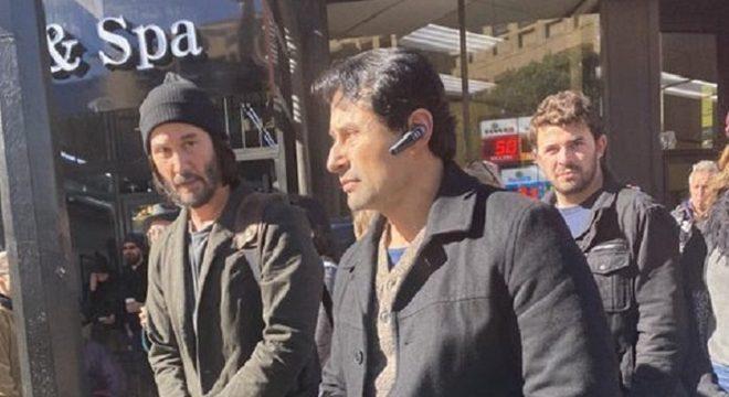 Keanu Reeves gravando Matrix 4