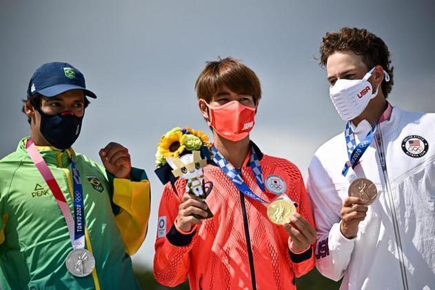 Kelvin Hoefler, de 28 anos, foi o primeiro brasileiro a subir no pódio na Olimpíada de Tóquio. Ele conquistou a prata no skate street, atrás somente do japonês Yuto Horigome. O americano Jagger Eaton ficou com o bronze.