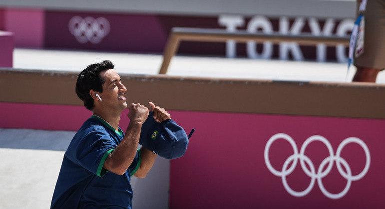 Kelvin Hoefler usou fones de ouvido durante a primeira parte da competição em Tóquio