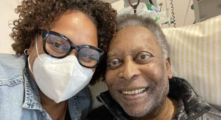 Kely Nascimento fez questão de postar foto de hoje ao lado do pai Pelé