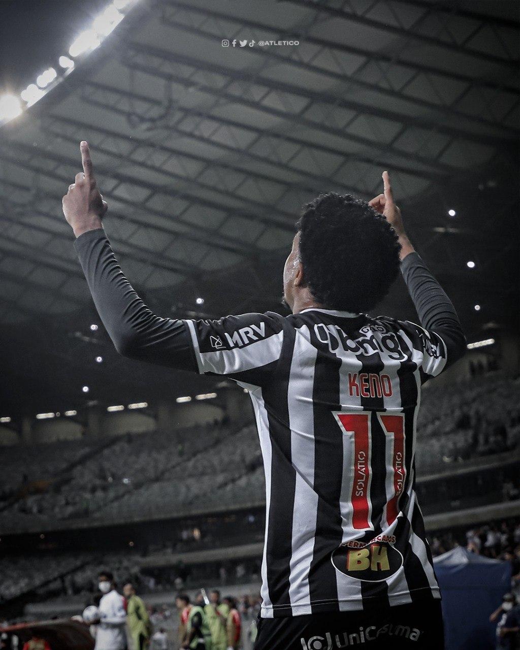 Keno celebra não só o gol. Mas a ressurreição do Atlético. O luto acabou