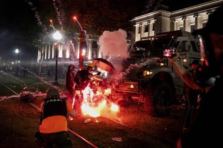 Duas pessoas morreram e uma ficou ferida em protestos