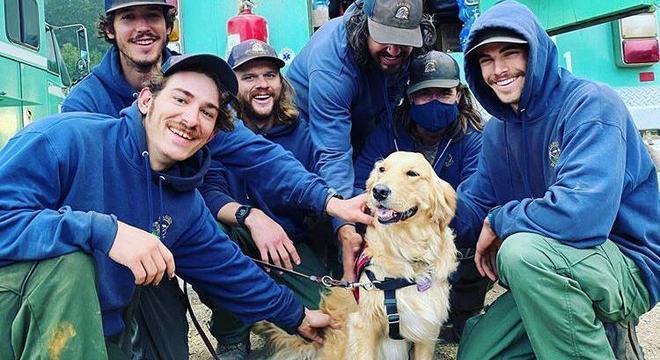 Kerith adora brincar e ajuda os bombeiros com traumas do trabalho