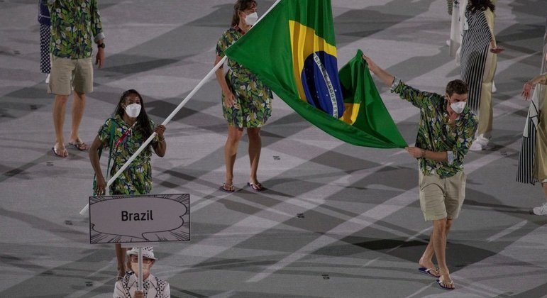 Ketleyn, a porta-bandeira, e Bruninho, o mestre-sala do Brasil