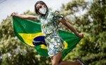 Ketleyn Quadros; Ex-atletas vestem uniforme do desfile de abertura dos Jogos Olímpicos de Tóquio