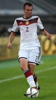 Kevin Großkreutz (reserva): Atualmente no KFC Uerdingen 05, Großkreutz perdeu muito espaço no cenário do futebol e não está mais atuando na Bundesliga, além de não ser mais convocado para a seleção.