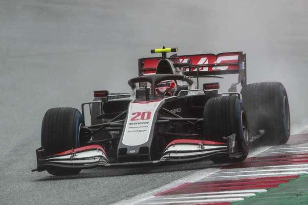 Kevin Magnussen abandonou a primeira corrida da temporada 2020 na semana passada