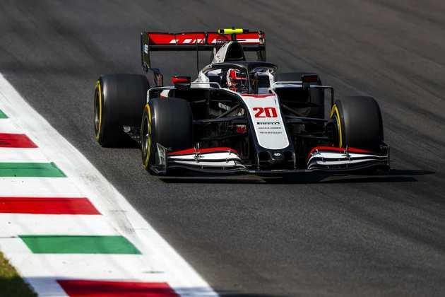 Kevin Magnussen chegou ao Q2 e larga em 15º na Itália
