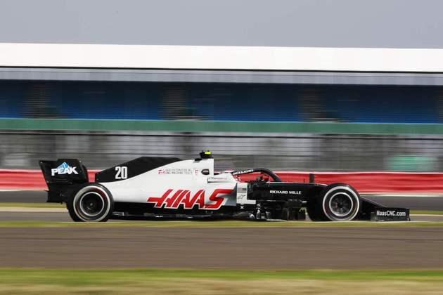 Kevin Magnussen, da Haas, foi o único piloto da abandonar em Silverstone