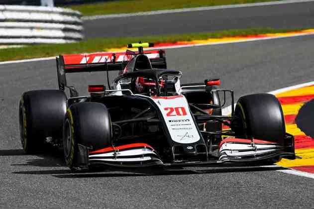 Kevin Magnussen errou na última volta do Q1, foi para a brita e terminou em último (Foto: Haas)