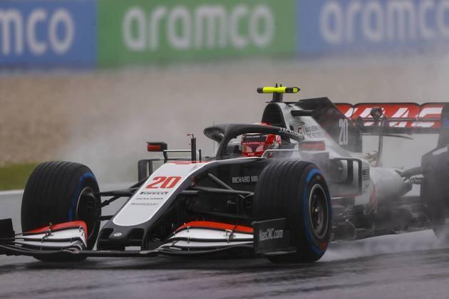 Kevin Magnussen fez o 15º tempo na classificação