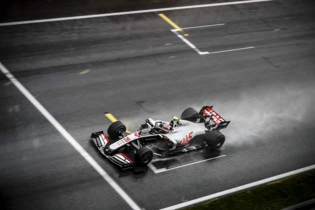 Kevin Magnussen foi o melhor entre os pilotos da Haas