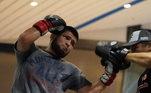 Com 32 anos, o astro do MMA era um dos grandes nomes do esporte. O lutador já havia demonstrado sua vontade depois que seu pai morreu por complicações do covid-19