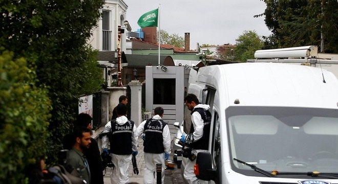 Polícia entra na casa do cônsul saudita em Istambul para investigar sumiço de Khashoggi