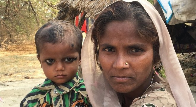 Khazanchi Nath nasceu há dois anos enquanto sua mãe, Sarvesha Devi, estava na fila de um banco