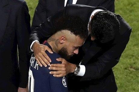 Khelaifi consola Neymar após derrota do PSG
