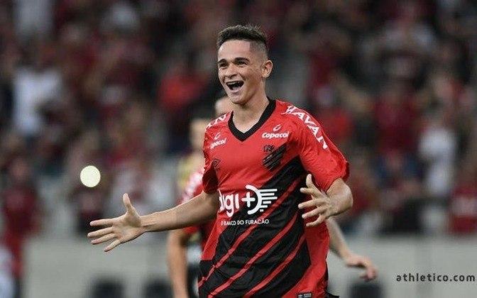 Khellven - Mais uma promessa do Athletico, o lateral direito de 19 anos é avaliado em R$ 30 milhões e deve ganhar mais atenção dos outros clubes, principalmente pelo histórico de revelações do clube do Paraná.