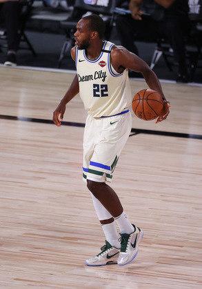 Khris Middleton (Milwaukee Bucks) 6,5 - Apagado. O astro não foi bem diante do Orlando Magic, com 14 pontos, seis rebotes e quatro assistências e errou oito dos 12 arremessos. Middleton ainda cometeu quatro erros de ataque. Noite para esquecer