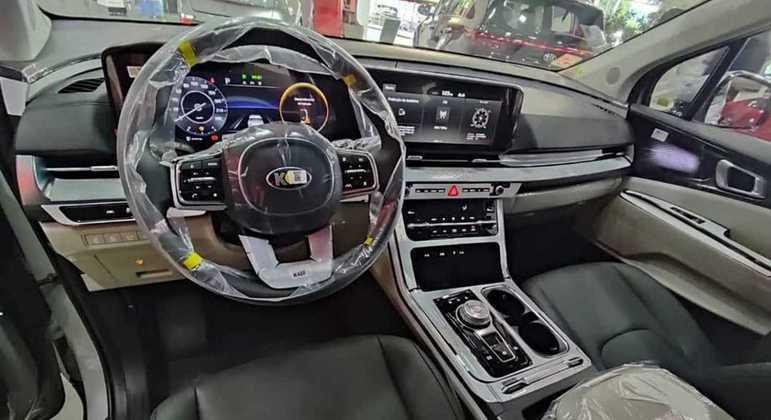 Carro vem equipado com central multimídia com tela de 12,3 polegadas