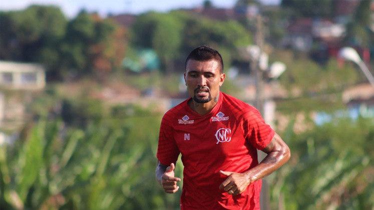 KIEZA, aos 34 anos, encara novamente o desafio de ser o artilheiro do Náutico na Série B. O atacante rodou por clubes como Fluminense, São Paulo, Bahia, Botafogo e Vitória