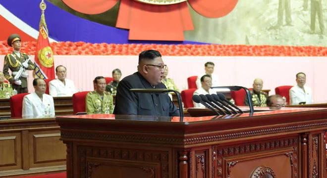 Kim Jong-un discursa durante celebração dos 67 anos do 'fim' da Guerra da Coreia