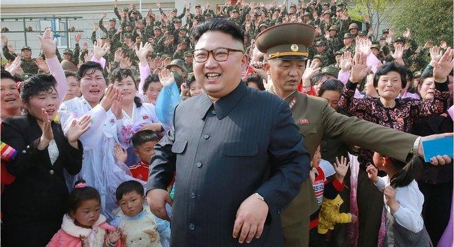 Normalmente, os desertores da península são norte-coreanos que tentam deixar o regime de Kim Jong-un