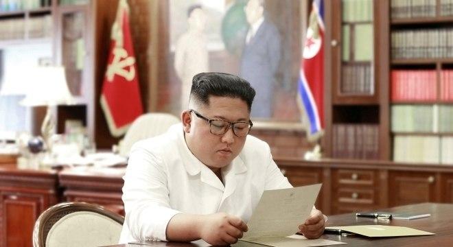 Jornal diz que Kim Jong Un se recupera de cirurgia no coração