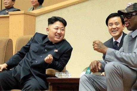 Kim Jong-un com Dennis Rodman em uma das visitas do ex-atleta à Coreia do Norte