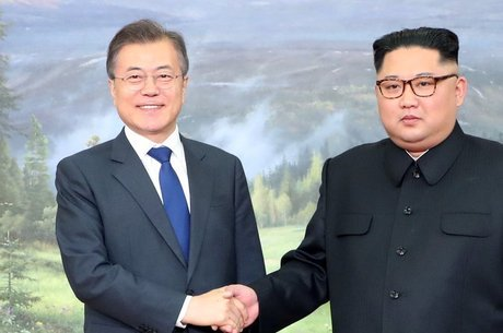 Encontro entre Kim Jong-un e Moon Jae-in foi assistido por milhões de pessoas, tentando decifrar cada gesto