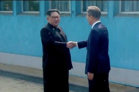 Kim Jong-un  e Moon Jae-in encontraram-se em 27 de abril