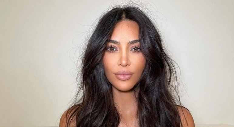 Kim Kardashian quer diminuir tamanho dos seios e ter visual 'mais natural'