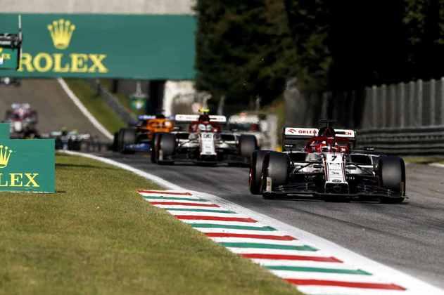 Kimi Räikkönen andou entre os primeiros após a relargada em Monza, mas perdeu posições e ficou fora da zona de pontuação
