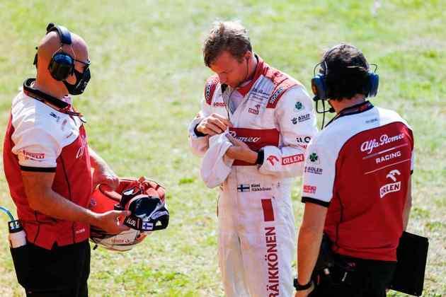 Kimi Räikkönen chegou a ser punido com cinco segundos, mas ainda pontuou