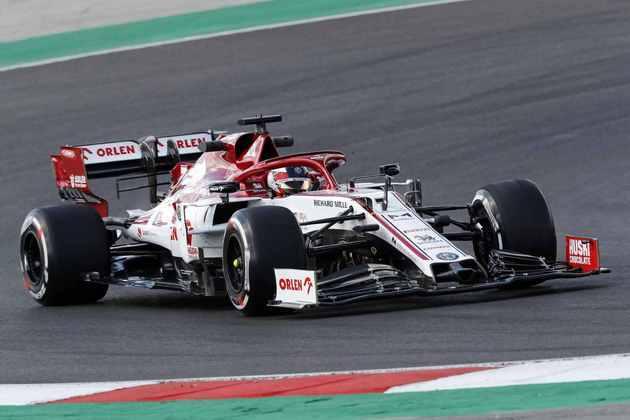 Kimi Räikkonen em ação no circuito português com o carro da Alfa Romeo