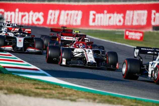 Kimi Räikkönen escapou dos muitos acidentes e ficou na zona de pontuação