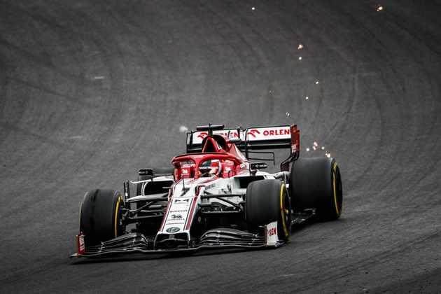 Kimi Räikkönen fez excelente largada, ganhando dez posições, mas depois não conseguiu manter o bom ritmo
