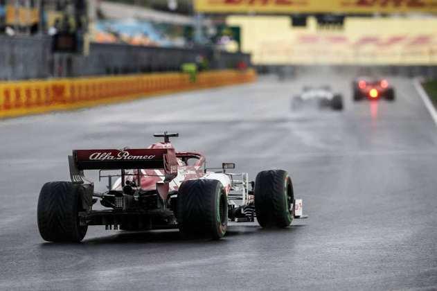 Kimi Räikkönen ficou fora dos pontos.