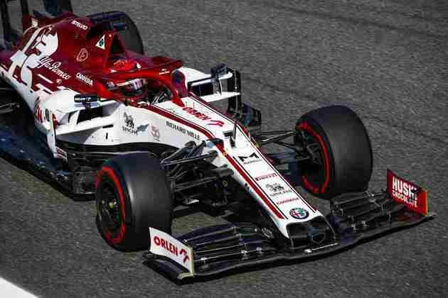 Kimi Räikkönen ficou quase 2s atrás do tempo de Lewis Hamilton, o mais rápido do dia
