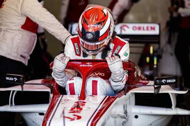 Kimi Räikkönen quase chegou no Q2, mas foi superado por George Russell nos instantes finais do Q1