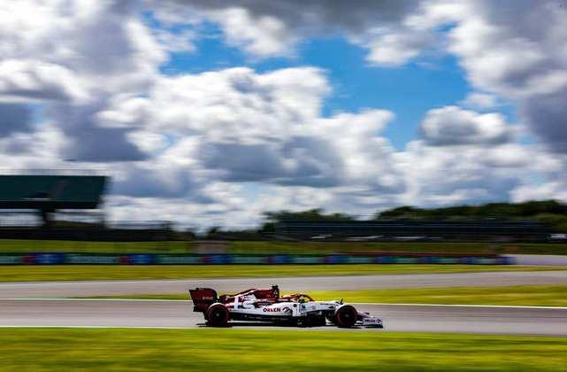 Kimi Räikkönen voltou a mostrar fraco desempenho e larga em 16º