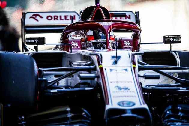 Kimi Räikkönen voltou a ocupar as últimas posições e ficou em 17º