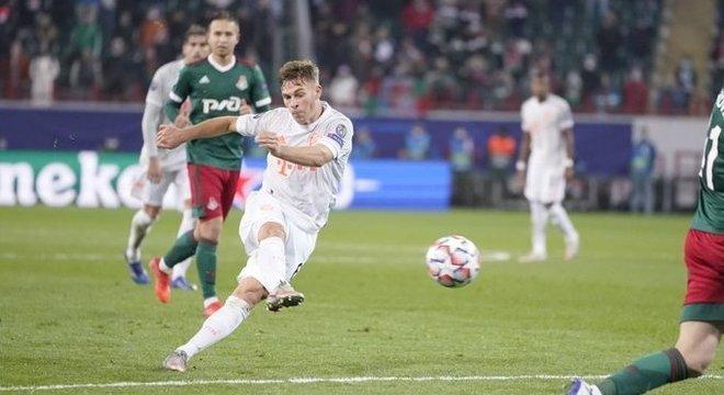 O momento do gol de Kimmich e do 14º sucesso em série do Bayern na Europa