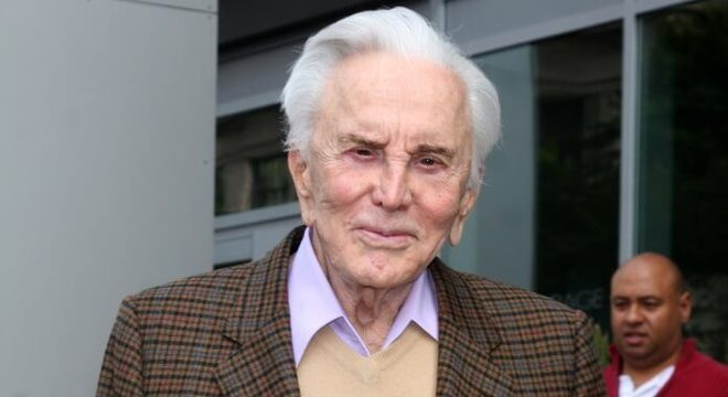 Kirk Douglas, lenda de Hollywood, morre aos 103 anos de idade