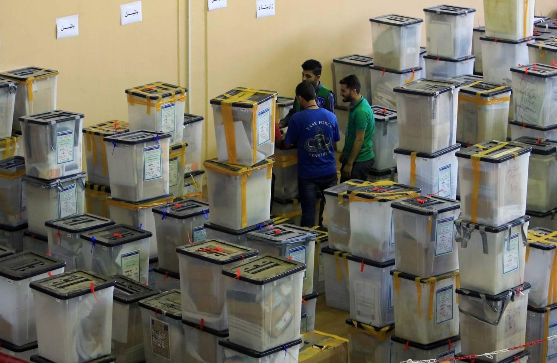 Comissão eleitoral é feita de refém por homens armados do Iraque