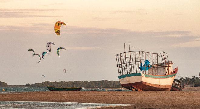 Pipas de kitesurfe já fazem parte do cenário de famosas praias cearenses