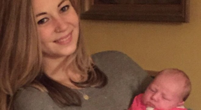 Amelia nasceu de nove meses, com 3,2 kg
