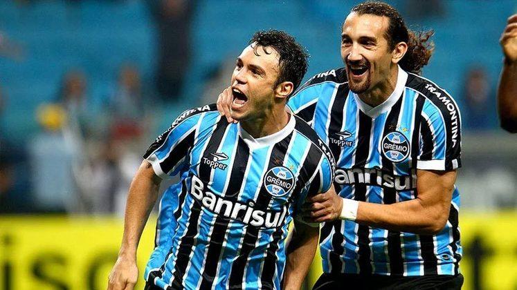 Kléber: Em 2015, o atacante rescindiu com o Grêmio alegando que sua carreira poderia ser prejudicada por estar treinando separado do elenco principal gremista. A Justiça acatou o pedido.