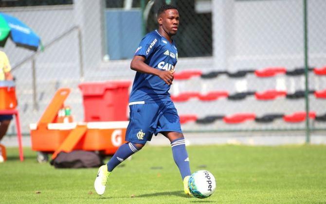 Klebinho (lateral-direito) - Aos 22 anos, foi emprestado ao Cruzeiro até dezembro, que é justamente o período do fim de seu vínculo com o Fla. Caso ele permaneça na Raposa em 2022, o Rubro-Negro manterá 20% dos direitos econômicos de Klebinho.