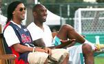 Kobe Bryant revelou em entrevista que em ida do Barcelona para Los Angeles, Ronaldinho o havia dito que o argentino seria o futuro melhor jogador do mundo