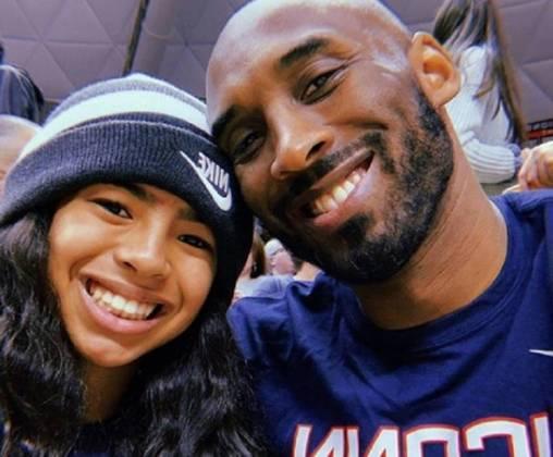 Kobe Bryant - Uma das maiores figuras da NBA e do Los Angeles Lakers, Kobe Bryant foi uma das vítimas de um acidente de helicóptero em Calabasas, na Califórnia, e acabou falecendo no dia 26 de fevereiro de 2020, junto com sua filha, Gianna Bryant.